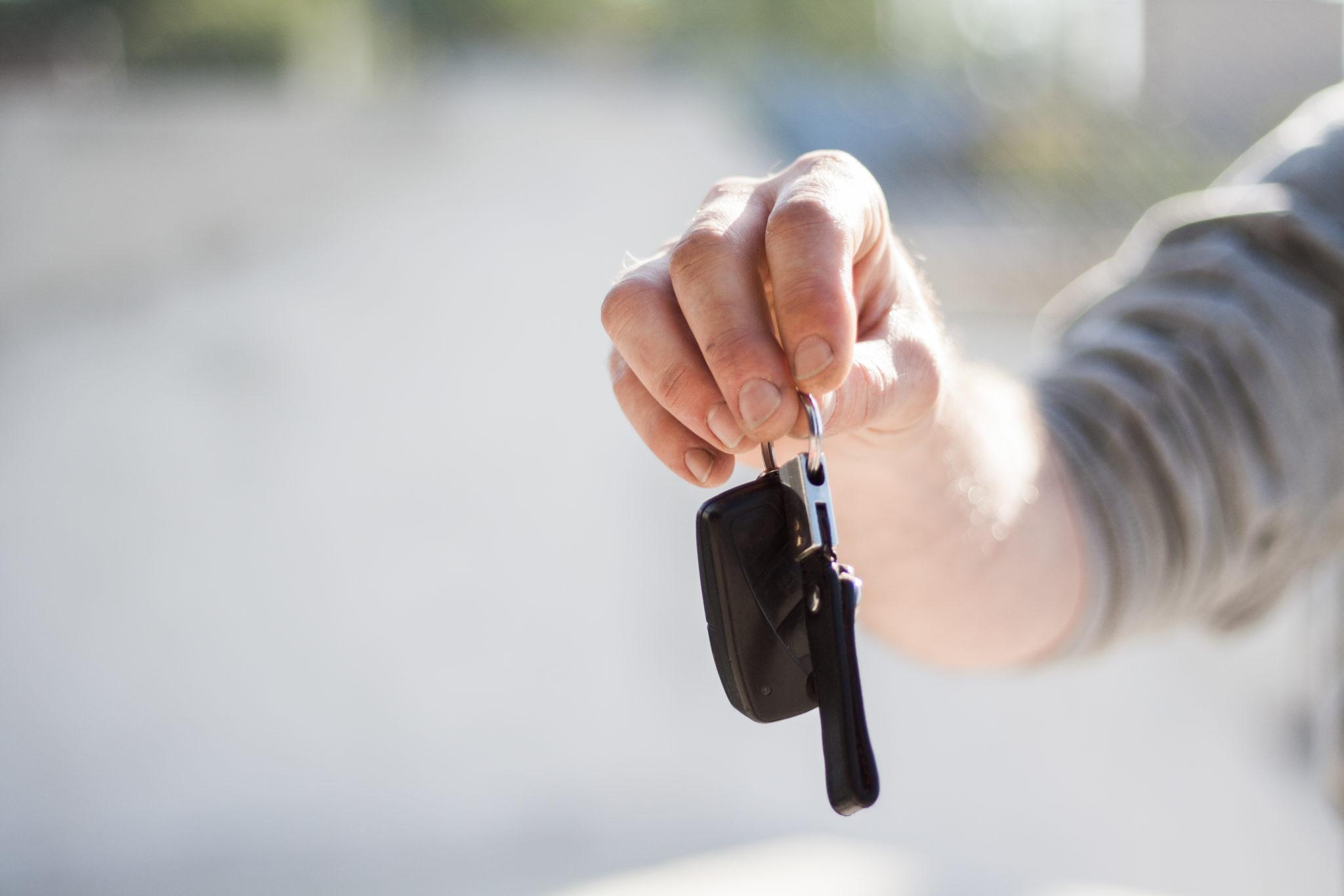 Vem köper begagnade bilar